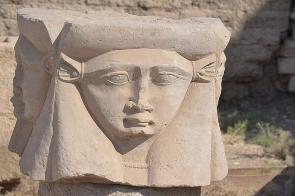 Hathor estatua